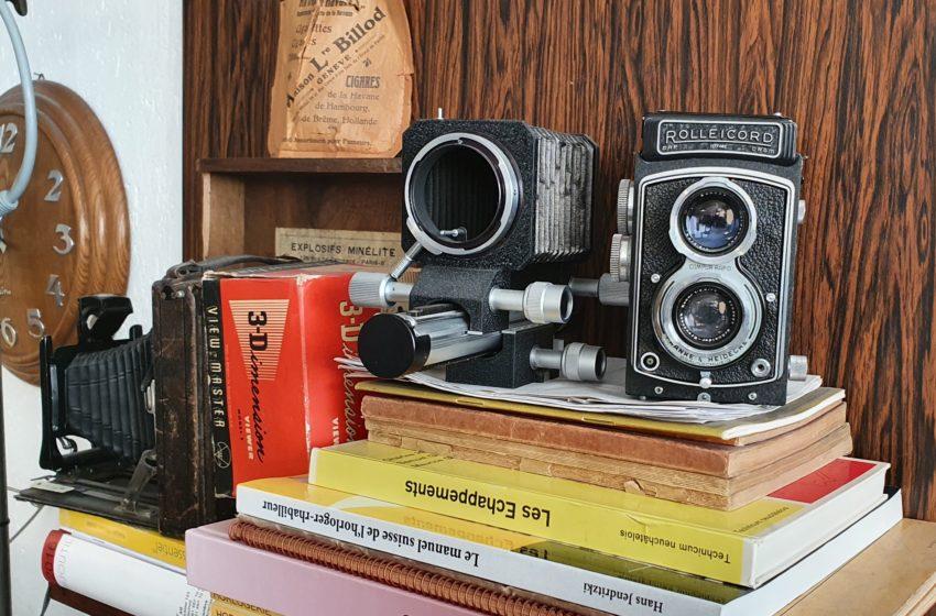 Objets vintage dans l'atelier de Cédric Johner à Carouge, ici quelques antiques appareils photo