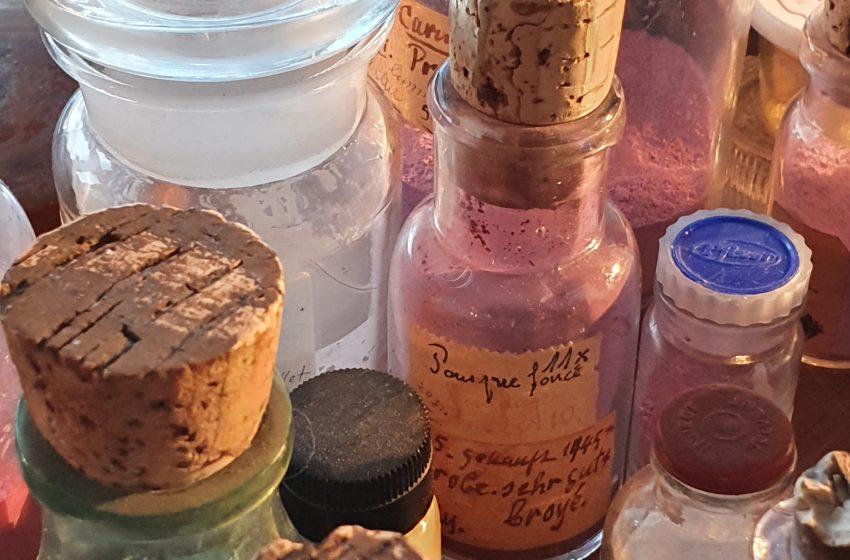 Flacons de poudre d'émail chez Anita Porchet